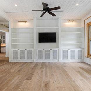 マイアミの大きいビーチスタイルのおしゃれなLDK (白い壁、淡色無垢フローリング、標準型暖炉、木材の暖炉まわり、埋込式メディアウォール) の写真