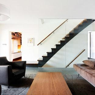 Ispirazione per un soggiorno contemporaneo di medie dimensioni e aperto con sala formale, pareti bianche, pavimento in ardesia, nessun camino e nessuna TV