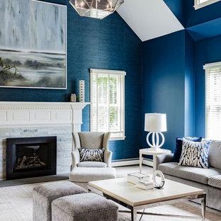 Idee per un soggiorno classico con sala formale, pareti blu, moquette, camino classico e cornice del camino in pietra
