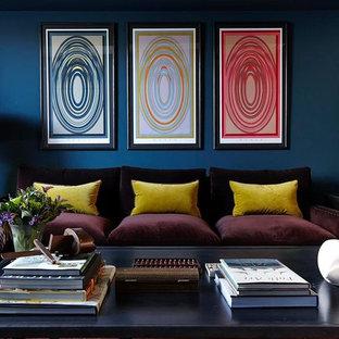 Ejemplo de salón actual con paredes azules