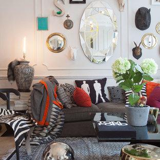 Repräsentatives Stilmix Wohnzimmer mit weißer Wandfarbe in London