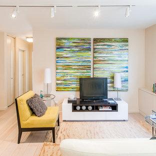 Living room photo in New York