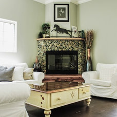 Traditional Living Room by Fidelity General Contractors Inc.