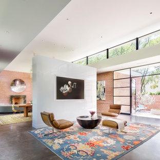 Esempio di un grande soggiorno minimalista aperto con pareti rosse, pavimento in cemento, pavimento grigio e sala formale