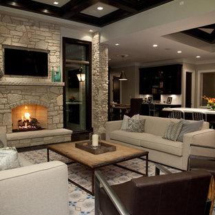 シカゴの大きいトラディショナルスタイルのおしゃれなLDK (石材の暖炉まわり、フォーマル、ベージュの壁、濃色無垢フローリング、標準型暖炉、壁掛け型テレビ) の写真