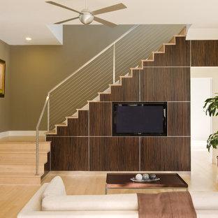 Idee per un soggiorno minimal aperto con pareti verdi e TV a parete