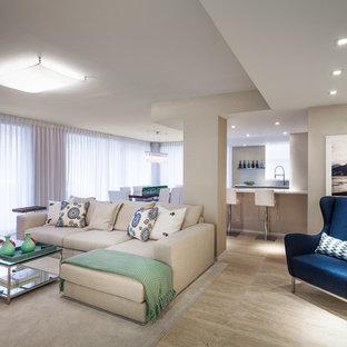 Inspiration pour un grand salon design ouvert avec un sol en travertin, un mur beige, aucune cheminée, un téléviseur fixé au mur et un sol beige.