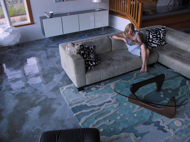 Beach Style Living Room by angela adams