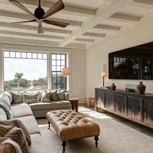 リッチモンドのビーチスタイルのおしゃれなリビング (白い壁、濃色無垢フローリング、壁掛け型テレビ、茶色い床) の写真