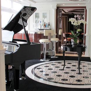 Immagine di un soggiorno tradizionale aperto con sala formale, pareti bianche, pavimento in marmo e nessun camino