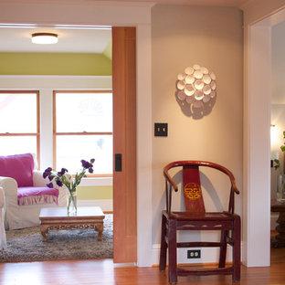 Foto di un piccolo soggiorno classico con pareti verdi