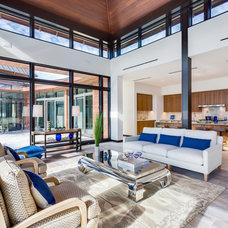 Tropical Living Room by Michael K. Walker & Associates Inc.