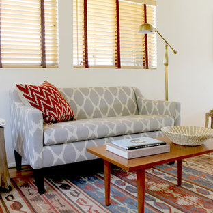 This is an example of a midcentury living room in Los Angeles with white walls.