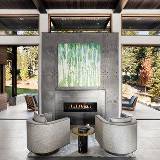 サンフランシスコの大きいモダンスタイルのおしゃれなリビング (白い壁、磁器タイルの床、横長型暖炉、コンクリートの暖炉まわり) の写真