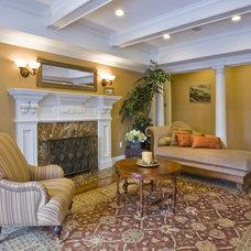 Traditional Living Room by Tatiana
