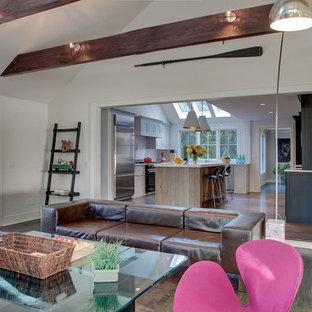 Foto de salón abierto, bohemio, grande, con paredes blancas, suelo de madera oscura, chimenea tradicional, marco de chimenea de hormigón y televisor colgado en la pared