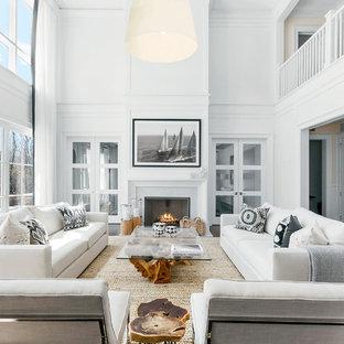 Inspiration för stora maritima allrum med öppen planlösning, med ett finrum, vita väggar, en standard öppen spis, mörkt trägolv, en spiselkrans i trä och brunt golv