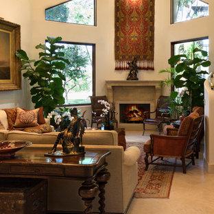 Réalisation d'un très grand salon méditerranéen ouvert avec une salle de réception, un mur blanc, un sol en marbre, une cheminée standard, un manteau de cheminée en pierre et aucun téléviseur.