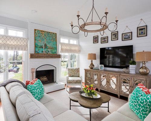 Shabby-Chic-Style Wohnzimmer mit Wand-TV - Ideen, Design, Bilder ...