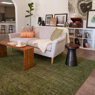Idee per un soggiorno bohémian di medie dimensioni e chiuso con pareti bianche, pavimento in gres porcellanato e nessuna TV