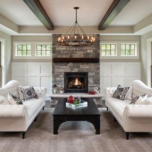 Ejemplo de salón para visitas tradicional con paredes grises, estufa de leña y marco de chimenea de piedra