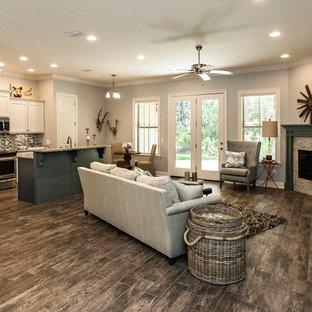 マイアミの中くらいのトラディショナルスタイルのおしゃれなLDK (青い壁、セラミックタイルの床、コーナー設置型暖炉、石材の暖炉まわり、テレビなし) の写真