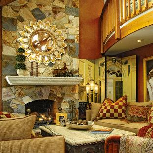 Foto di un soggiorno eclettico di medie dimensioni e chiuso con pareti arancioni, camino classico e cornice del camino in pietra