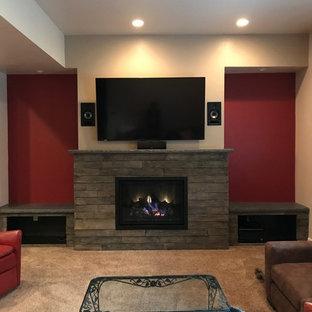 ソルトレイクシティの中サイズのトラディショナルスタイルのおしゃれな独立型リビング (フォーマル、ベージュの壁、カーペット敷き、標準型暖炉、石材の暖炉まわり、壁掛け型テレビ、ベージュの床) の写真