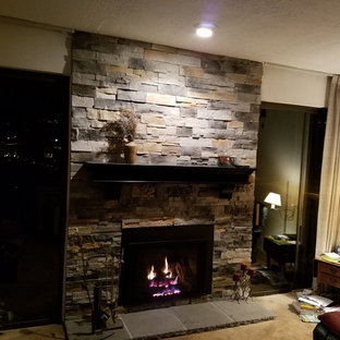 ソルトレイクシティの中サイズのトラディショナルスタイルのおしゃれな独立型リビング (フォーマル、カーペット敷き、標準型暖炉、石材の暖炉まわり、テレビなし、ベージュの床、ベージュの壁) の写真