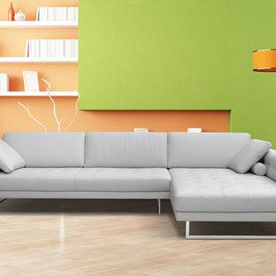Foto di un soggiorno contemporaneo di medie dimensioni e aperto con sala formale, pareti verdi, parquet chiaro, nessun camino e nessuna TV