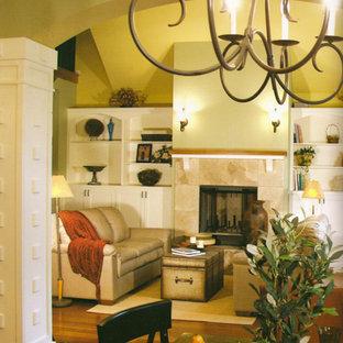グランドラピッズの中サイズのトランジショナルスタイルのおしゃれな独立型リビング (フォーマル、黄色い壁、淡色無垢フローリング、標準型暖炉、漆喰の暖炉まわり) の写真
