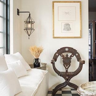 Eklektisk inredning av ett mellanstort separat vardagsrum, med ett finrum, vita väggar och vinylgolv
