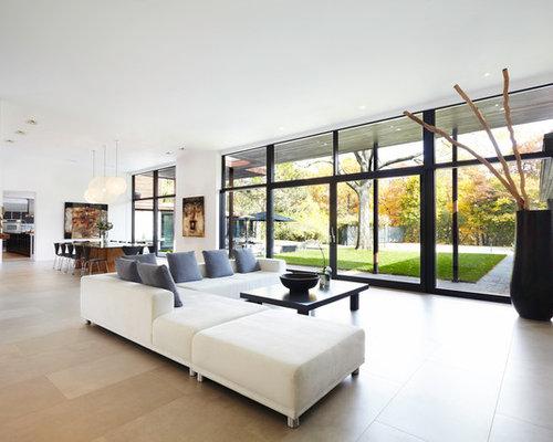 Wohnzimmer mit Kaminsims aus Metall und Kalkstein - Ideen, Design, Bilder & Beispiele