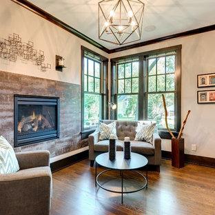 ミネアポリスの小さいトランジショナルスタイルのおしゃれな独立型リビング (ライブラリー、マルチカラーの壁、濃色無垢フローリング、横長型暖炉、金属の暖炉まわり、テレビなし、茶色い床) の写真