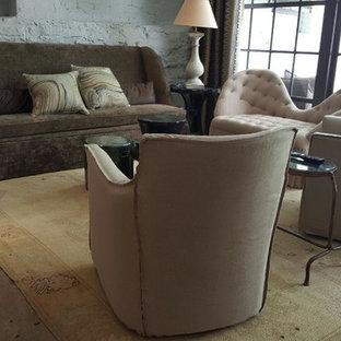 アトランタの中サイズのヴィクトリアン調のおしゃれなLDK (フォーマル、グレーの壁、コンクリートの床、暖炉なし、テレビなし) の写真