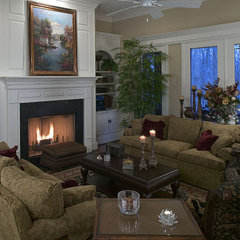 traditional living room by Grainda Builders, Inc.