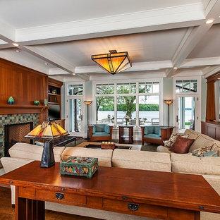 Immagine di un grande soggiorno american style aperto con parquet scuro, pavimento marrone, pareti verdi, camino classico e parete attrezzata