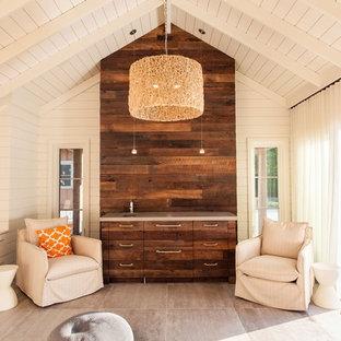 Imagen de salón de estilo de casa de campo con paredes blancas