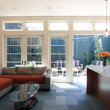 Modern Family Room by McElroy Architecture, AIA