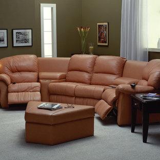 Ispirazione per un soggiorno minimal di medie dimensioni e chiuso con sala formale, pareti beige, pavimento in bambù, nessun camino, nessuna TV e pavimento marrone