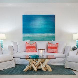 マイアミの広いビーチスタイルのおしゃれなLDK (フォーマル、白い壁、磁器タイルの床、暖炉なし、テレビなし、茶色い床) の写真
