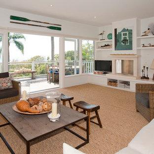 シドニーの大きいビーチスタイルのおしゃれな独立型リビング (白い壁、カーペット敷き、標準型暖炉、石材の暖炉まわり、据え置き型テレビ、フォーマル) の写真