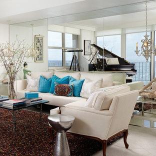 マイアミの中サイズのトランジショナルスタイルのおしゃれなLDK (ミュージックルーム、白い壁、磁器タイルの床、内蔵型テレビ) の写真