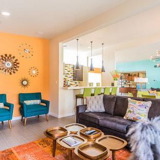 中サイズのミッドセンチュリースタイルのおしゃれなLDK (オレンジの壁、セラミックタイルの床、グレーの床) の写真