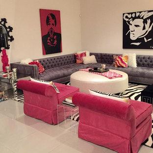 Immagine di un grande soggiorno minimalista aperto