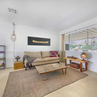 Foto de salón abierto, bohemio, de tamaño medio, con paredes blancas y suelo de cemento