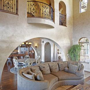 Esempio di un soggiorno mediterraneo con pareti beige