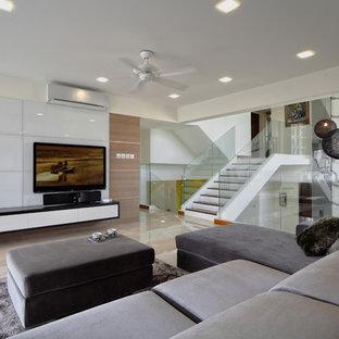 Imagen de salón tipo loft, moderno, con televisor colgado en la pared