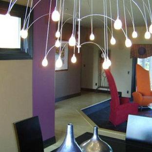 Esempio di un soggiorno di medie dimensioni e chiuso con pareti gialle e pavimento con piastrelle in ceramica