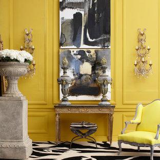 サンフランシスコの中サイズのエクレクティックスタイルのおしゃれなLDK (フォーマル、黄色い壁、カーペット敷き、暖炉なし、テレビなし、白い床) の写真